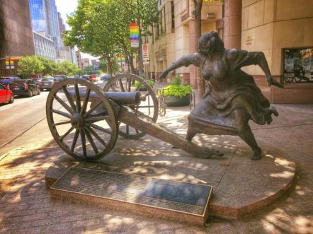 ladycannonstatue